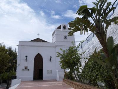 Kirche am Marktplatz von Maro, Andalusien, Spanien
